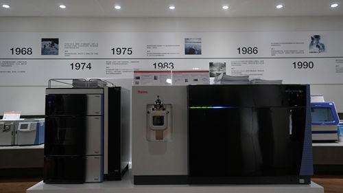 赛默飞在展会现场展示的Vanquish系列UHPLC(左)和Orbitrap Fusion Lumos Tribrid三合一高分辨质谱系统
