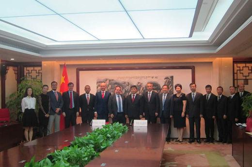 赛默飞与广州市人民政府签约合影